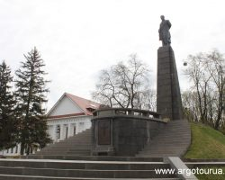 Monument of Taras Shevchenko in Kaniv and Museum
