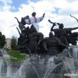 12 Monument to founders of Kiev
